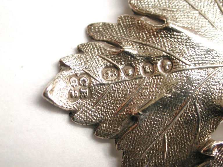 Pair of Grape and Vine Victorian Silver Port and Madeira Labels, London For Sale 3