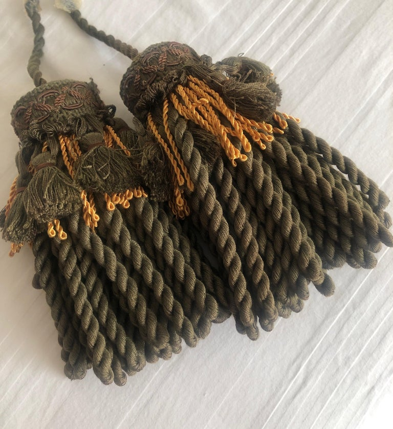 Hand-Crafted Pair of Green and Gold Decorative Key Tassels For Sale