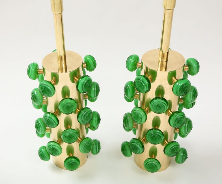 Pair of Green Murano Glass Knobs and Brass Cylinder Sculptural Lamps, Italy 2021 In New Condition For Sale In New York, NY
