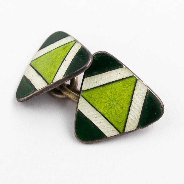 Art Deco Pair of Green Sterling Silver and Enamel Cufflinks For Sale