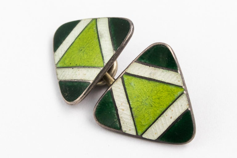 Pair of Green Sterling Silver and Enamel Cufflinks In Good Condition For Sale In St.amford, CT