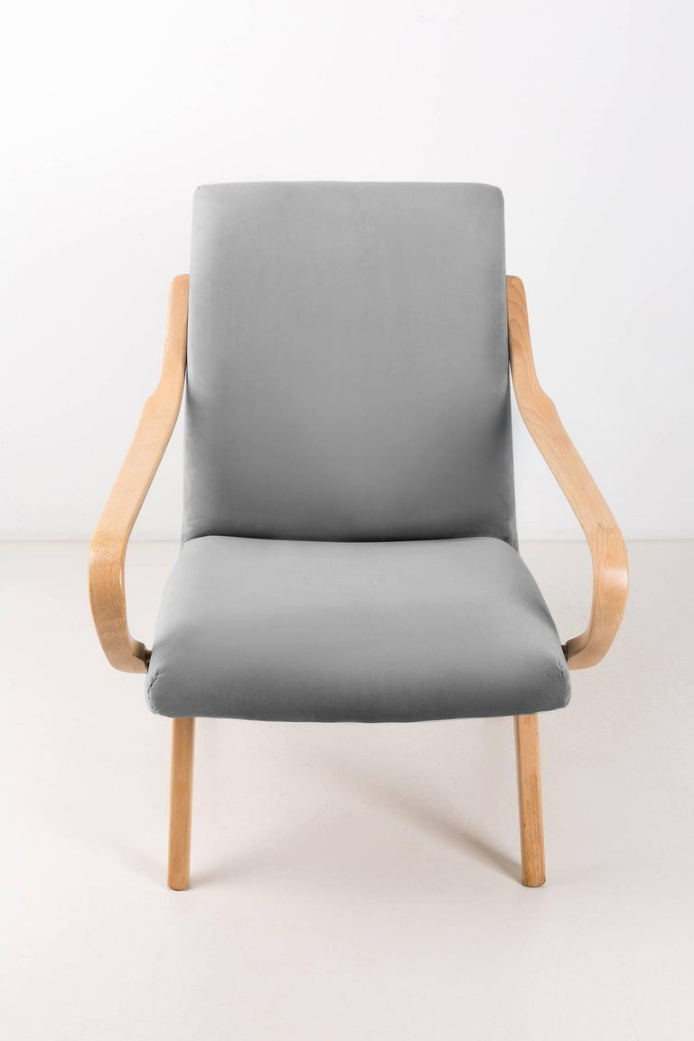 Hand-Crafted Pair of Grey Armchairs, Jaroslav Šmidek for Ton, Czech Republic, 1960s For Sale