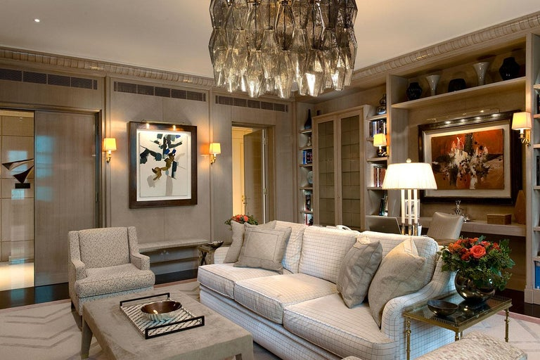 Mid-Century Modern Pair of Grey Poliedri Murano Glass Chandeliers in Carlo Scarpa Style For Sale