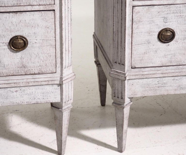 Pair of Gustavian Break-Front Chests, 19th Century In Good Condition For Sale In Aalsgaarde, DK