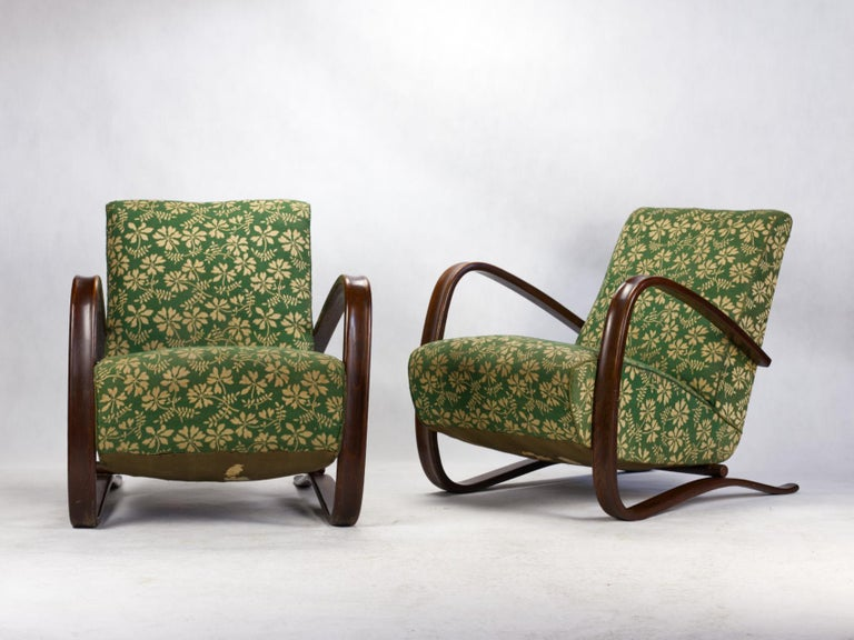 Pair of iconic H-269 lounge chairs by Jindřich Halabala for Up Závody Brno in good, original condition, Czechoslovakia, 1930s. Small traces of woodworm.