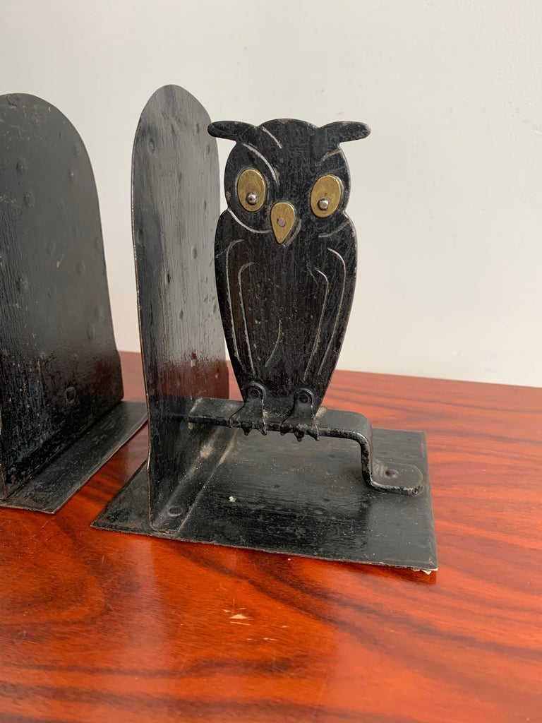 Pair of Hammered Arts & Crafts Blacked Metal Owl Bookends by Goberg, Hugo Berger For Sale 4