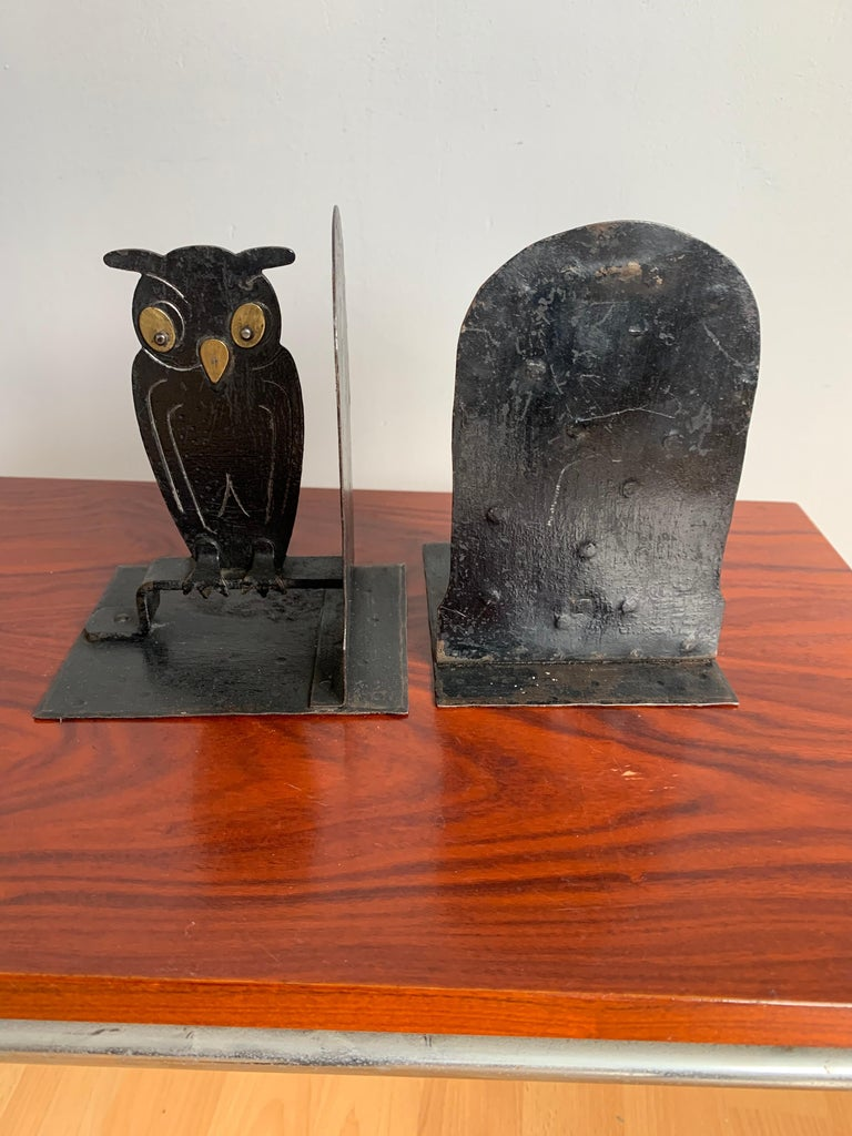 German Pair of Hammered Arts & Crafts Blacked Metal Owl Bookends by Goberg, Hugo Berger For Sale