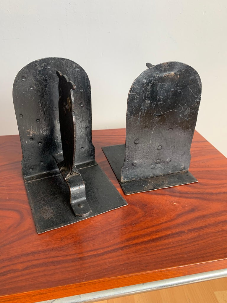 20th Century Pair of Hammered Arts & Crafts Blacked Metal Owl Bookends by Goberg, Hugo Berger For Sale