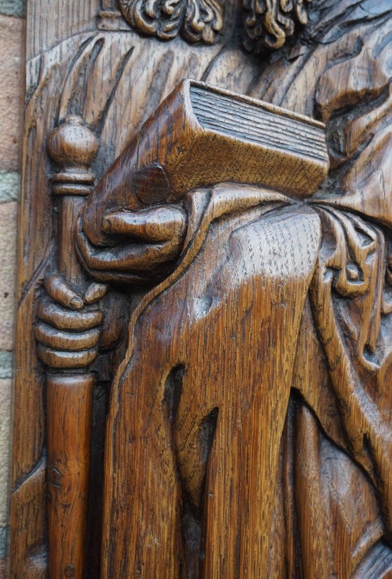 Pair of Hand Carved Antique Wall Plaques with Apostles or Clergyman Sculptures For Sale 7