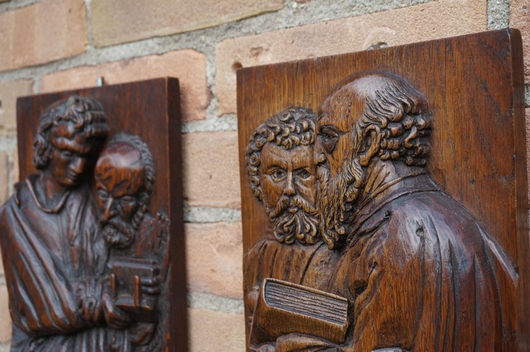 Pair of Hand Carved Antique Wall Plaques with Apostles or Clergyman Sculptures For Sale 8