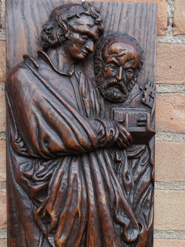 Pair of Hand Carved Antique Wall Plaques with Apostles or Clergyman Sculptures In Good Condition For Sale In Lisse, NL