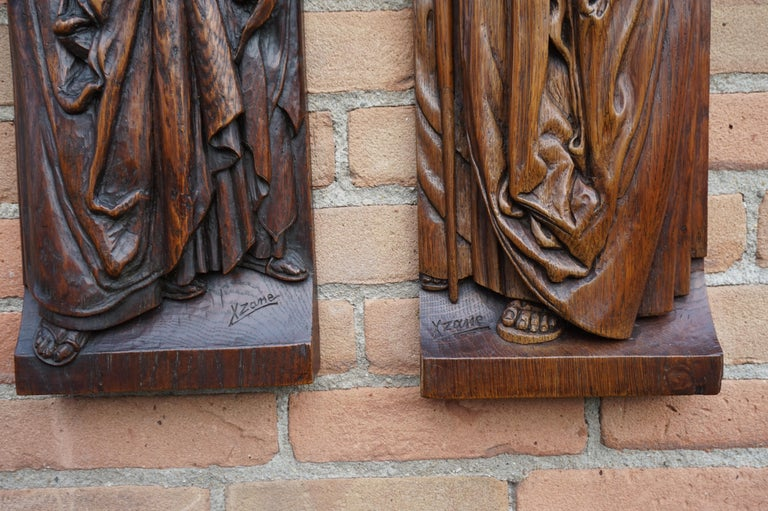 Pair of Hand Carved Antique Wall Plaques with Apostles or Clergyman Sculptures For Sale 1