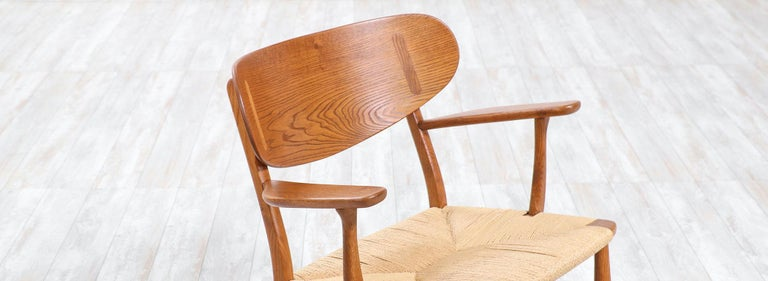 Pair of Hans J. Wegner CH-22 Lounge Chairs for Carl Hansen & Søn For Sale 4