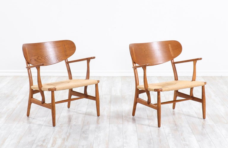 Mid-Century Modern Pair of Hans J. Wegner CH-22 Lounge Chairs for Carl Hansen & Søn For Sale
