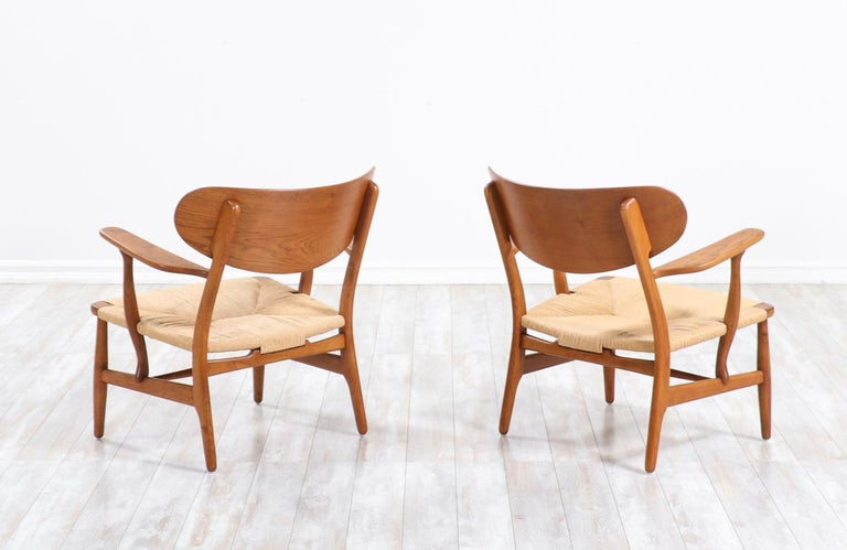 Pair of Hans J. Wegner CH-22 Lounge Chairs for Carl Hansen & Søn In Excellent Condition For Sale In Los Angeles, CA