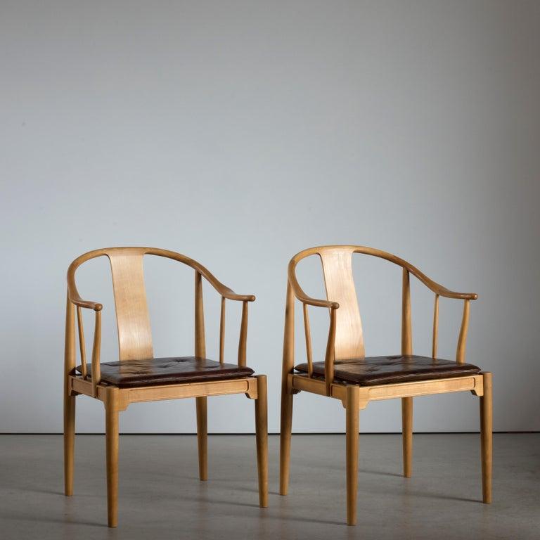 Scandinavian Modern Pair of Hans J. Wegner Chinese Chairs of Cherrywood for Fritz Hansen For Sale