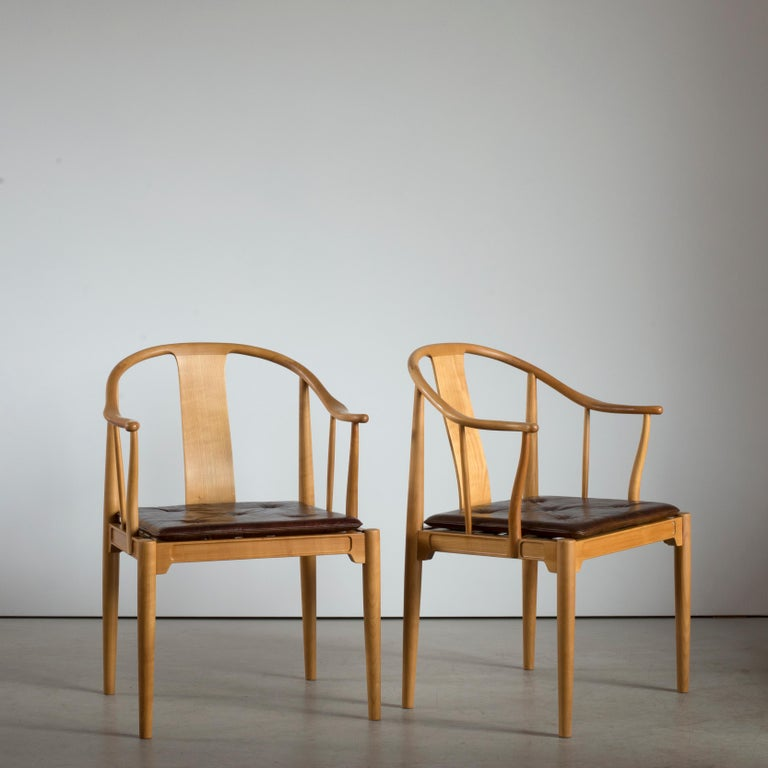 Lacquered Pair of Hans J. Wegner Chinese Chairs of Cherrywood for Fritz Hansen For Sale