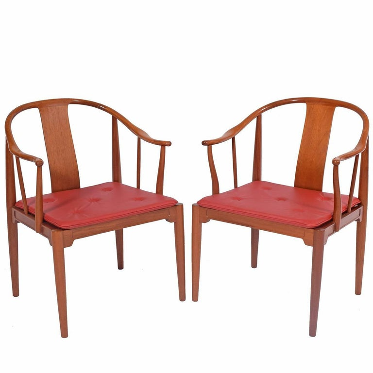 "Pair of Hans Wegner ""Chinese Chairs"" for Fritz Hansen For Sale"