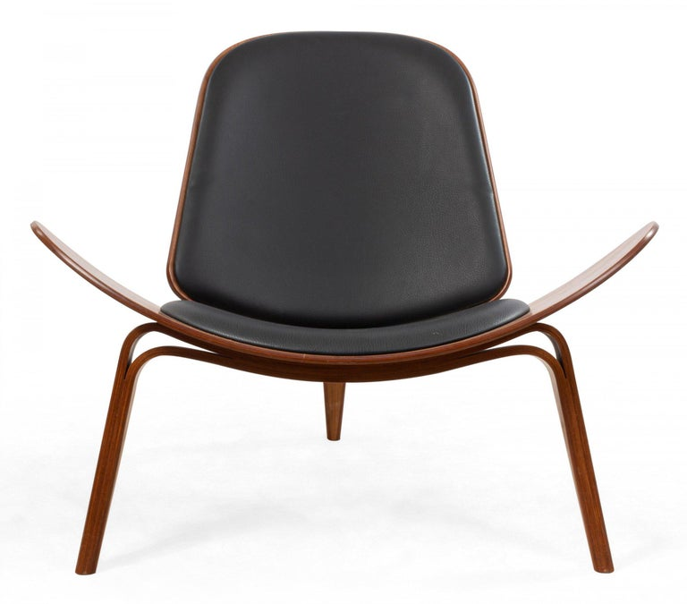 Pair of Hans Wegner for Carl Hansen & Søn CH07 shell chairs with bentwood construction, walnut veneer, lacquered edges, and black leather upholstery, label with serial number attached at base.