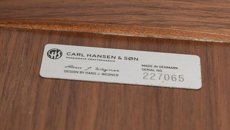 20th Century Pair of Hans Wegner for Carl Hansen & Søn Leather and Bentwood CH07 Shell Chairs For Sale