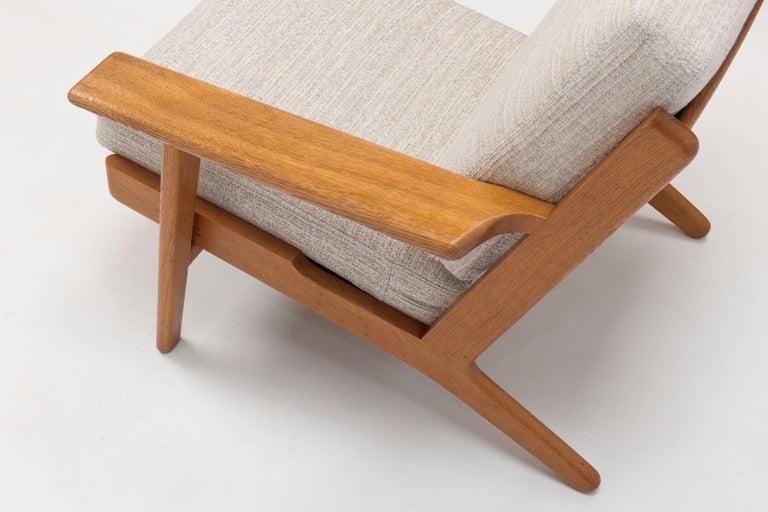 Pair of Hans Wegner Lounge Chairs GE290 by GETAMA For Sale 4