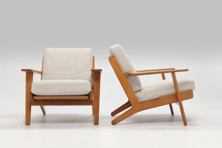 Scandinavian Modern Pair of Hans Wegner Lounge Chairs GE290 by GETAMA For Sale