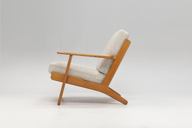 Pair of Hans Wegner Lounge Chairs GE290 by GETAMA In Good Condition For Sale In Utrecht, NL