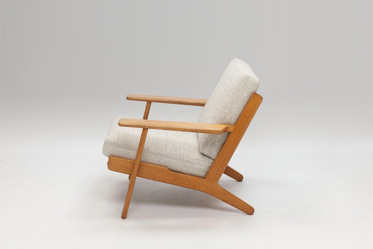 Mid-20th Century Pair of Hans Wegner Lounge Chairs GE290 by GETAMA For Sale