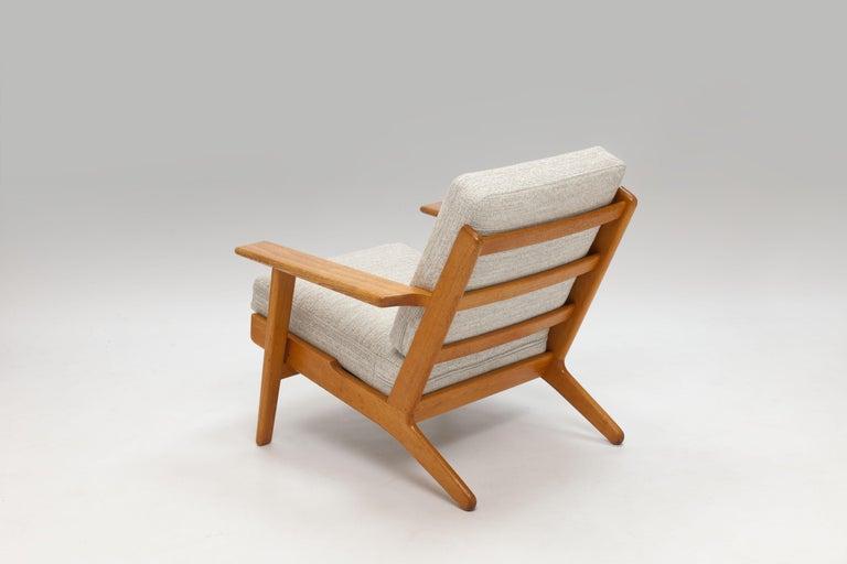 Oak Pair of Hans Wegner Lounge Chairs GE290 by GETAMA For Sale