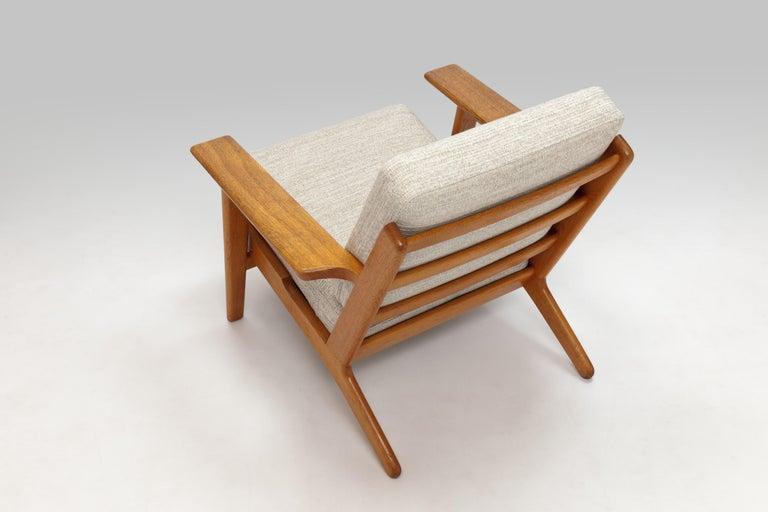 Pair of Hans Wegner Lounge Chairs GE290 by GETAMA For Sale 1