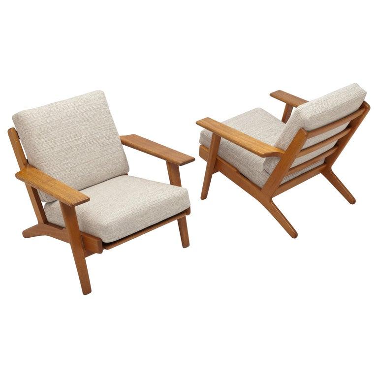 Pair of Hans Wegner Lounge Chairs GE290 by GETAMA For Sale