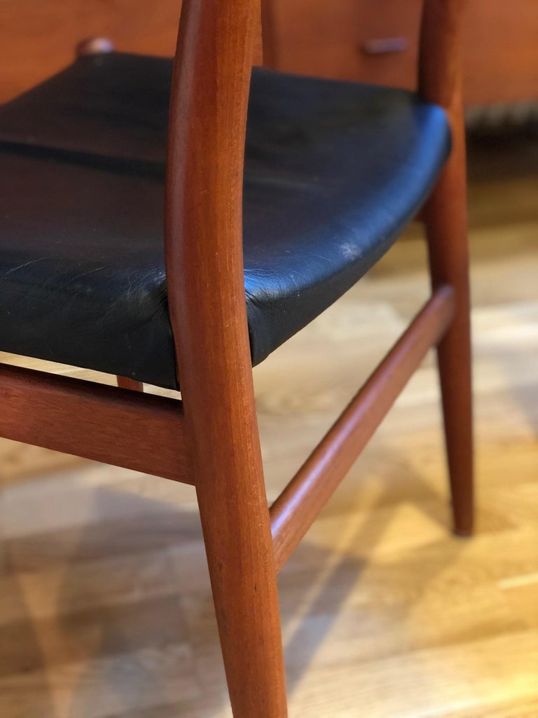 Pair of Hans Wegner Model W2 Chairs for C.M. Madsens In Good Condition For Sale In Berne, CH