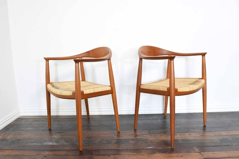 Mid-Century Modern Pair of Hans Wegner Round Chairs For Sale