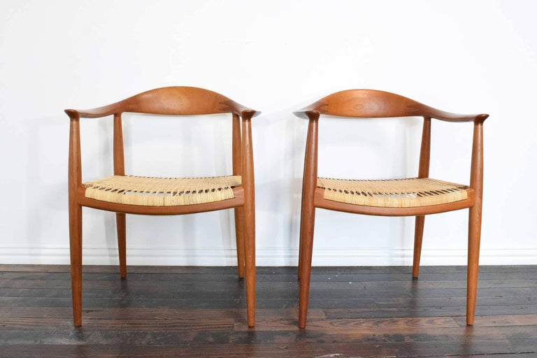 Pair of Hans Wegner Round Chairs In Excellent Condition For Sale In Dallas, TX