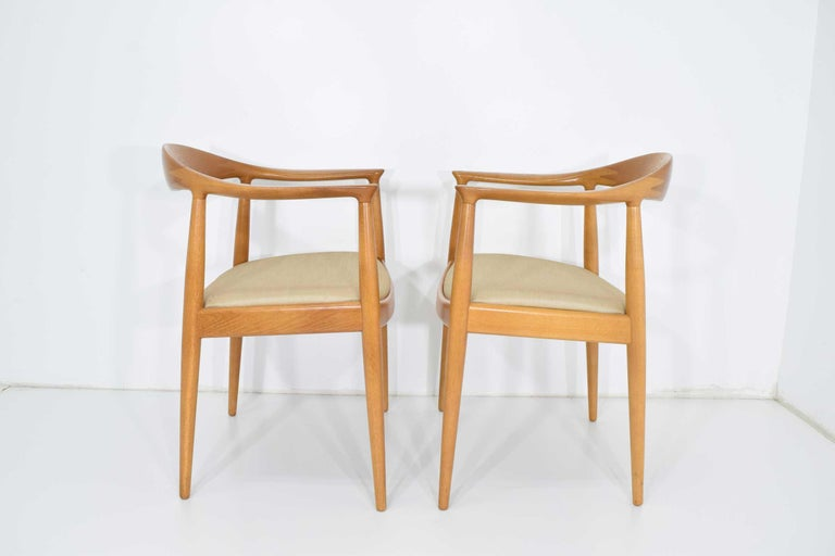 Oak Pair of Hans Wegner Round Chairs For Sale