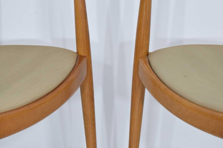 Pair of Hans Wegner Round Chairs For Sale 1
