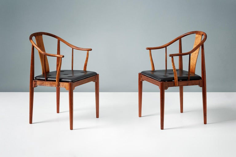 Late 20th Century Pair of Hans Wegner Walnut China Chairs For Sale