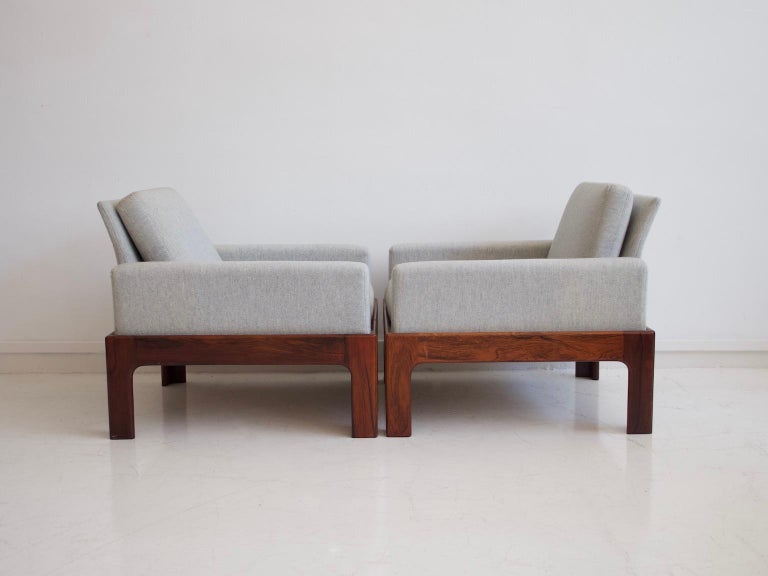 Mid-Century Modern Pair of Hardwood Armchairs with Wool Upholstery by Eilersen For Sale