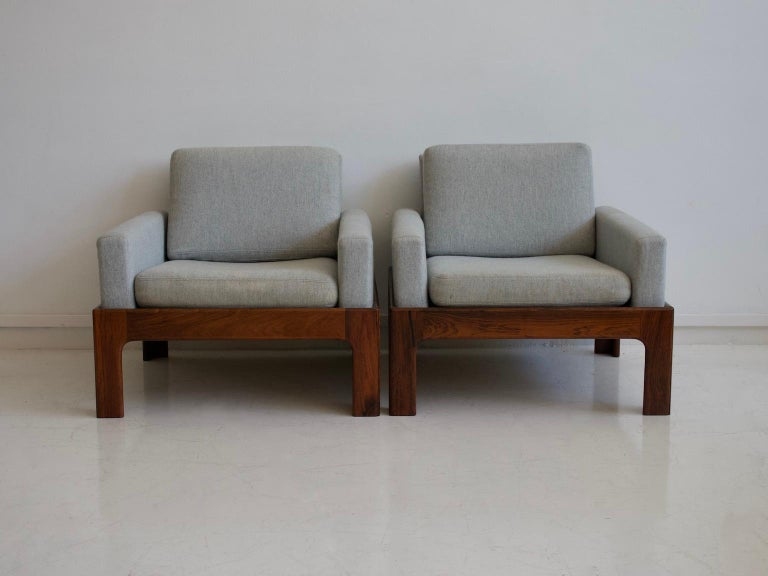 Pair of Hardwood Armchairs with Wool Upholstery by Eilersen For Sale 1