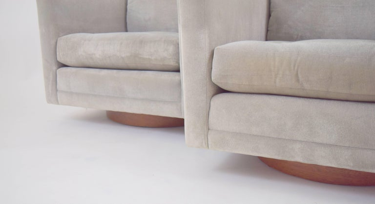 Upholstery Pair of Harvey Probber Swivel Chairs For Sale