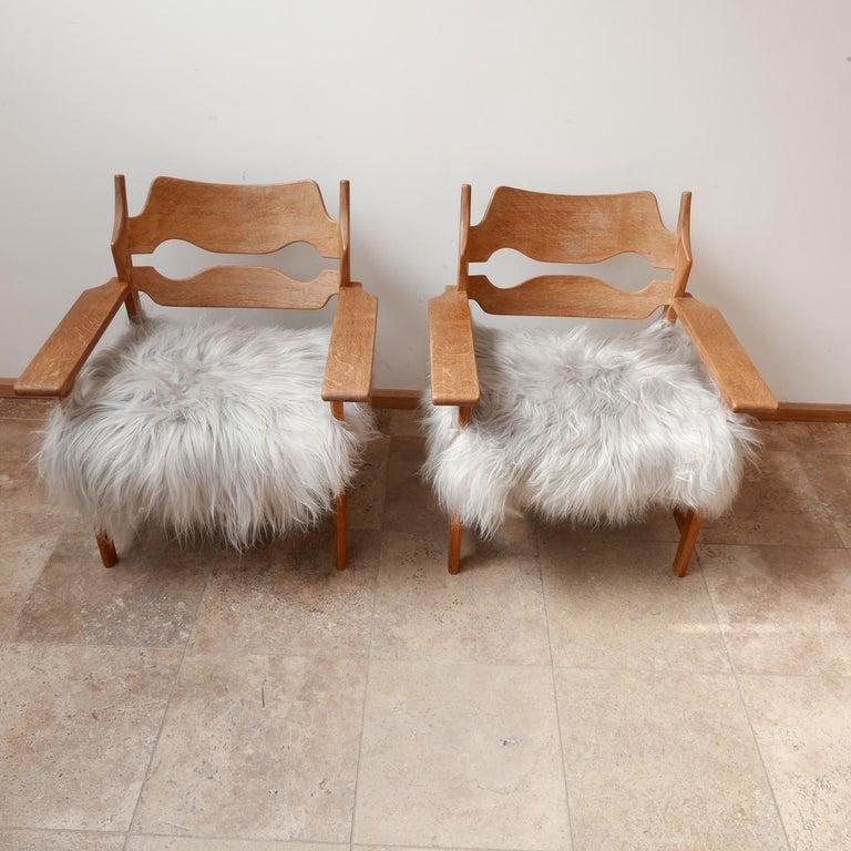 Pair of Henning Kjaernulf Danish Mid-Century Oak 'Razorblade' Sheepskin Armchair In Good Condition In Surbiton, Surrey
