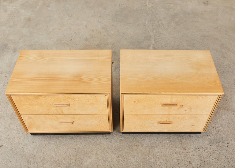 Mid-Century Modern Pair of Henredon Burlwood Bachelor's Chests or Nightstands For Sale