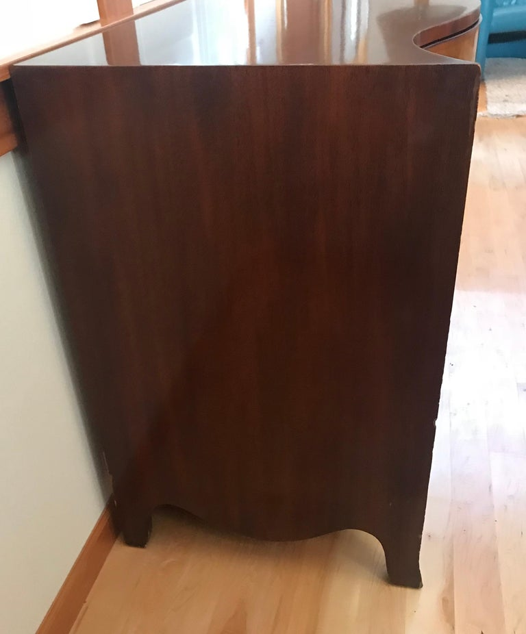 Pair of Hepplewhite Serpentine 1940s American Dressers For Sale 1