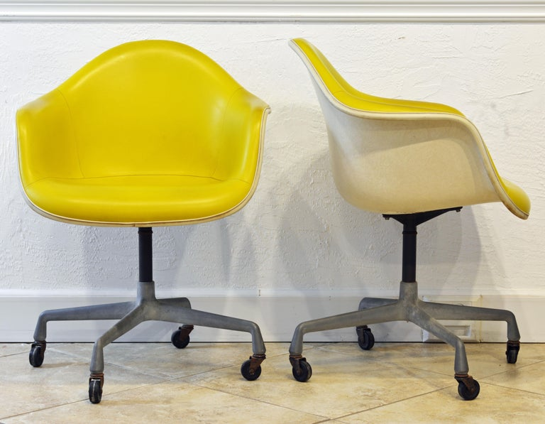 American Pair of Herman Miller Upholstered Shell Swivel Chairs by Charles and Ray Eames For Sale