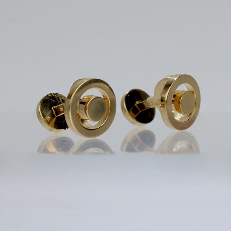 Pair of Hermes 18 Karat Gold Cufflinks In Good Condition For Sale In Philadelphia, PA