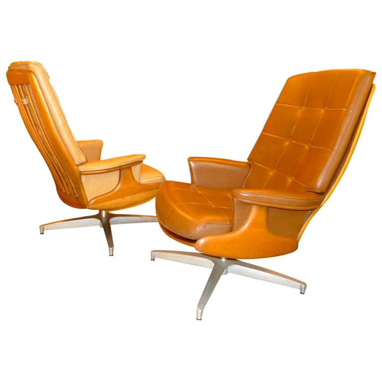 Pair of Heywood Wakefield Swivel Lounge Chairs For Sale