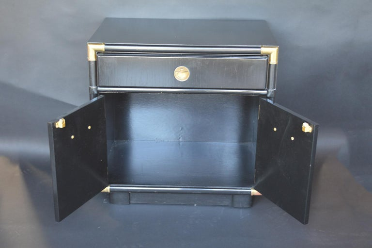 Wood Pair of Hollywood Regency 1940s-1950s Nightstands For Sale