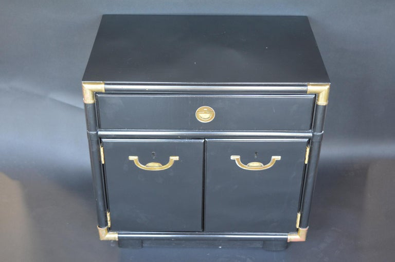 Pair of Hollywood Regency 1940s-1950s Nightstands For Sale 1