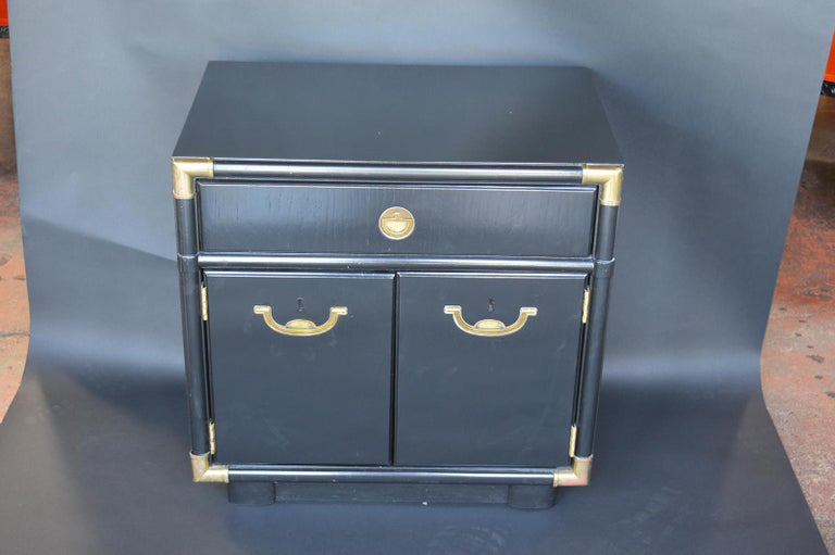 Pair of Hollywood Regency 1940s-1950s Nightstands For Sale 3