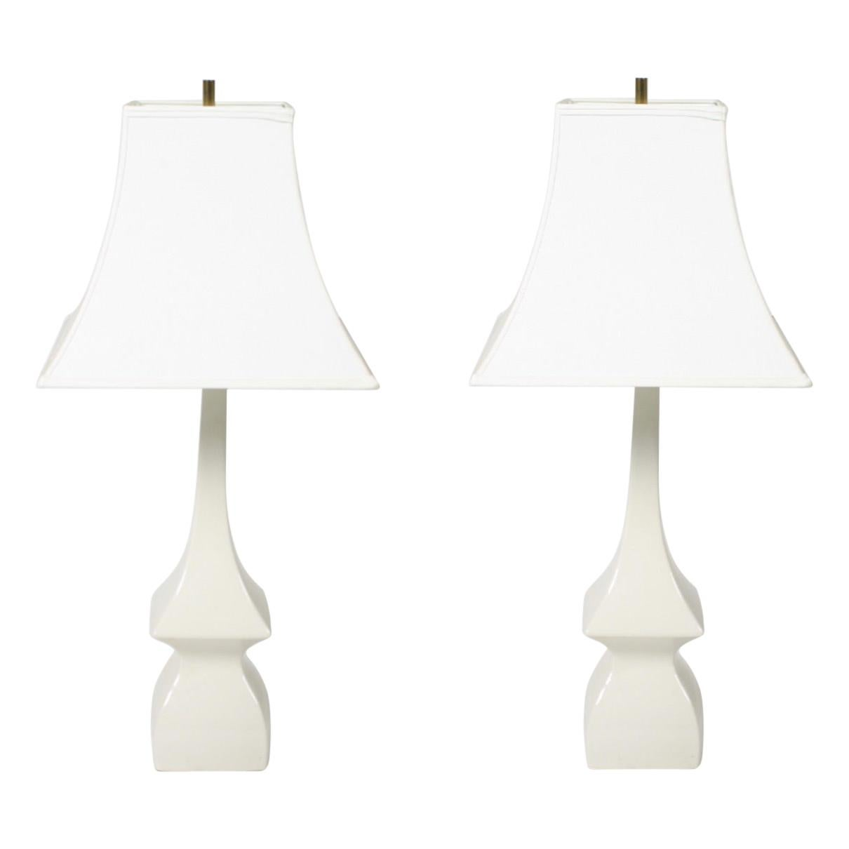 Pair of Hollywood Regency 1950s Asian Modern Pagoda Ivory Ceramic Lamps